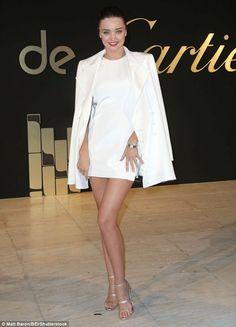Miranda Kerr bất ngờ xuất hiện trong 1 sự kiện thời trang tại Los Angeles ngày 6/5 vừa qua      Cựu thiên thần nội y khoe dáng thanh mảnh với váy trắng và áo khoác đồng màu kín đáo      Siêu mẫu áo tắm Miranda Kerr dường như ăn vận kín đáo hơn từ khi yêu tỷ phú công nghệ 9X Evan...  http://cogiao.us/2017/05/06/miranda-kerr-thanh-lich-voi-dam-trang/