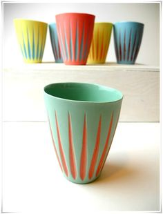 New color sheme in the contrast cups by Suus Notenboom - Ash green and tangerine tango. Pottery Mugs, Ceramic Pottery, Thrown Pottery, Slab Pottery, Ceramic Plates, Ceramic Art, Porcelain Ceramic, Crackpot Café, Keramik Design