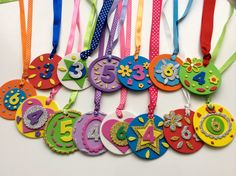 Medal for kids Kids Crafts, Diy And Crafts, Arts And Crafts, Paper Crafts, Bible School Crafts, School Decorations, Craft Items, Preschool Activities, Physical Activities