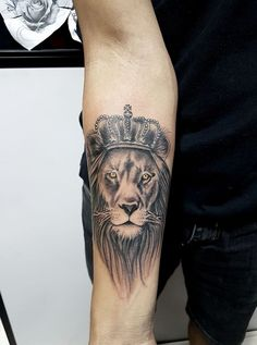 Cavalheiro Tatuador Lion Tattoo Design, Tattoo Designs, Wolf Tattoos, Tatoos, Owl Tattoo Chest, Lion Tattoo Sleeves, Sweet Tattoos, Lion Of Judah, Couple Tattoos