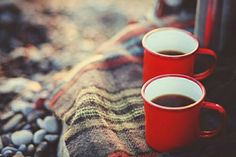 two red mugs, a plaid blanket - coffee love! perfect for a winter picnic! I Love Coffee, Coffee Break, My Coffee, Morning Coffee, Sweet Coffee, Drink Coffee, Sunday Morning, Coffee Cafe, Coffee Shop