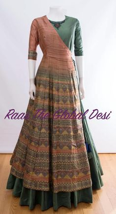 Style hippie patterns new Ideas Kurti Designs Party Wear, Kurta Designs, Blouse Designs, Latest Kurti Designs, Dress Designs, Indian Attire, Indian Wear, Indian Outfits, Lehnga Dress