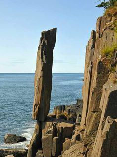 Balancing Act - Balancing Rock in Digby, Nova Scotia, is a (about 9 m) foot high spire of columnar basalt that has gradually eroded out from the cliff face over countless years. Via - THE WORLD GEOGRAPHY Formation Photo, Balanced Rock, World Geography, Teaching Geography, Cool Rocks, Rock Formations, Belleza Natural, Nova Scotia, Natural Wonders