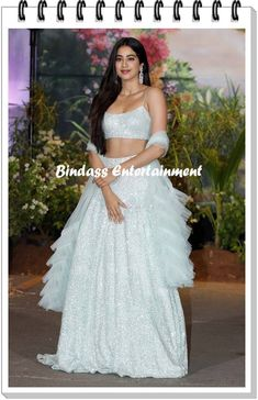I love the simplicity of this look Ethnic Outfits, Indian Outfits, Indian Attire, Indian Wear, Pakistani Dresses, Indian Dresses, Ethnic Fashion, Indian Fashion, Sonam Kapoor Wedding