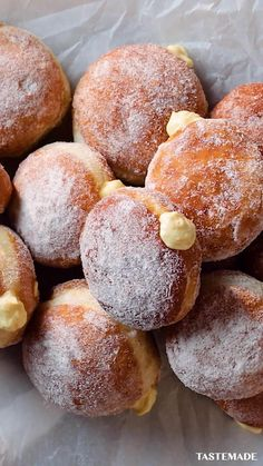 Donut Recipes, Baking Recipes, Dessert Recipes, Easy Donut Recipe, Hallowen Food, Custard Recipes, Custard Donuts Recipe, Diy Food, Food Food