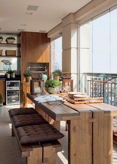 Varanda com churrasqueira do apartamento de 210 m² na Vila Mariana, em São Paulo / Debora Aguiar