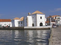 Portugal, Mansions, House Styles, Home Decor, Sidewalk, Livros, Manor Houses, Villas, Fancy Houses