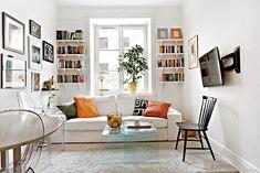 Em pequenos apartamentos abuse nos livros e quadros a vontade.Além disso,a boa iluminação contribui para um ambiente harmonioso.#ficaadica