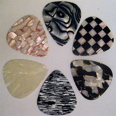 Vintage guitar picks http://www.etsy.com/listing/71069218/wood-guitar-pick-4-pack-with-varying?ref=sr_gallery_55_search_query=wood_view_type=gallery_ship_to=IT_min=0_max=0_page=4_search_type=handmade_facet=handmadewood