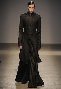 Courtesan Macabre - Gothic Fashion, Gothic Style: Gareth Pugh Fall 2010 - Techno Goth Fashion