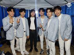 Korean Entertainment Companies, Christmas Concert, Pinterest Images, Ig Story, Boy Groups, Boys, Night, Shop, Pictures
