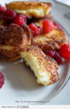 Placuszki z białego sera i manny Składniki: - 2 jajk… I Love Food, Good Food, Yummy Food, Eat Breakfast, Breakfast Recipes, Crepes, Sweet Recipes, Delicious Desserts, Food To Make