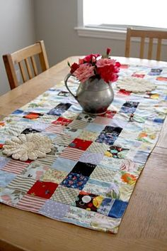 easy table runner....I like. Would be an excellent way to use up fabric scraps...........and I have a lot of them!