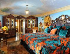 Gianni Versace's former home is now a luxe retreat called Villa Casa Casuarina that you can sleep or dine at. Gianni Versace House, Versace Casa, Versace Mansion Miami, Versace Miami, Versace Home, Versace Versace, Mansion Hotel, Hotel Bed, Mansion Bedroom