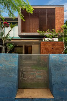 This subtle addition of nature-inspired aesthetics has transformed a contemporary utilitarian house into a tropical living space, with a unique Indian identity. House Paint Exterior, Exterior Design, Modern Bungalow Exterior, Kerala House Design, Kerala Houses, My Home Design, Tropical Houses, House Painting, Landscape Design