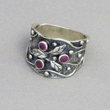 Saniya Sterling Silver Ring with Leaf Overlay