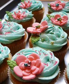 lovely little floral cupcakes