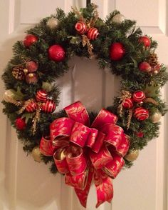 Traditional red and gold Christmas wreath by Enywear on Etsy, $63.50