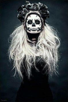 Are you looking for ideas for your Halloween make-up? Navigate here for scary Halloween makeup looks. Looks Halloween, Halloween 2018, Halloween Party, Gothic Halloween Costumes, Skeleton Costumes, Vintage Halloween, Easy Halloween, Terrifying Halloween, Halloween Unicorn