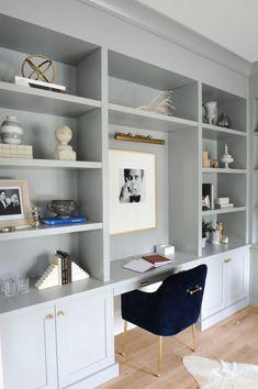 Built In Shelves Living Room, Home Office Shelves, Office Built Ins, Desk In Living Room, Built In Desk, Built In Bookcase, Bookshelves, Office Walls, Build In Shelves