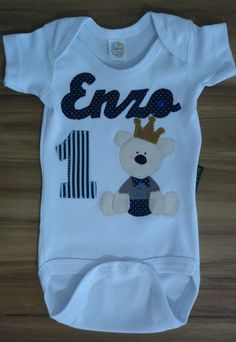 Body para bebê Customizado Baby Boy T Shirt, Boy Onesie, Baby Bodysuit, Cute Babies, Baby Kids, Business Baby, Diy Tutu, Little Boy Blue, Patchwork Baby