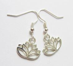 Ohrhänger - Ohrhänger-Lotusblume versilbert - ein Designerstück von soschoen bei DaWanda
