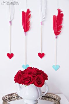 Valentine's Day Arrows Wall Hanging - decorate your home this Valentine's Day with this simple arrow wall hanging. All Valentine Day, Valentine Day Crafts, Valentine Decorations, Holiday Crafts, Fiesta Decorations, Holiday Recipes, Holiday Ideas, Valentine's Day Printables, Heart Day