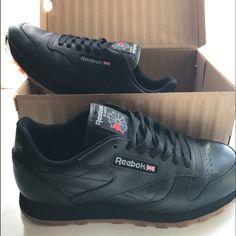 Shop Men s Reebok Black Tan size 11.5 Sneakers at a discounted price at  Poshmark. Description ca1e8f6ff