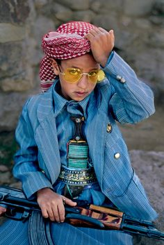 Boy in Hajjah, Yemen. From Portraits by Steve McCurry We Are The World, People Around The World, Beautiful Children, Beautiful People, Precious Children, Steve Mccurry Photos, World Press Photo, Afghan Girl, Thinking Day