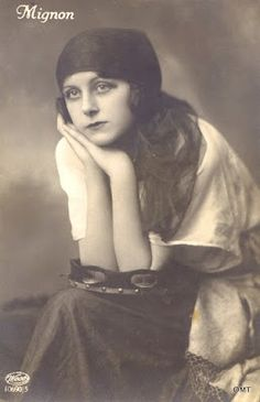"""Images of Mignon in early postcards """"I don't mind what language an opera is sung in so long as it is a language I don't understand. Gypsy Girls, Gypsy Women, Bohemian Girls, Bohemian Gypsy, Vintage Gypsy, Vintage Girls, Vintage Outfits, Gypsy Culture, Historical Hairstyles"""