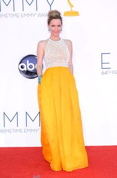 Leslie Mann in Naeem Khan. I love her and I wish she'd adopt me into her adorable family. 2012 Emmys.