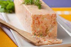 Imagen: www.saludableynatural.com.ar   Necesitamos   330 gramos de trucha ahumada  250 gramos de mascarpone  250 gramos de requesón fresc...