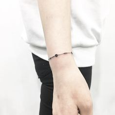 Image of Latest Bracelet Tattoo Style on Wrists for Charm Bracelet, and Other Wrist Anklet Tattoo Ideas for Women. Anklet Tattoos, Dainty Tattoos, Tattoo Bracelet, Pretty Tattoos, Small Tattoos, Tatoos, Name Tattoos On Wrist, Hand Tattoos, Blackwork