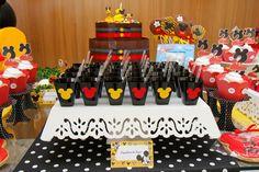 Essa com certeza foi a festa mais importante de 2012 para mim, aniversário de 2 anos do meu filhote!! Super apaixonado pelo Mickey não podi...