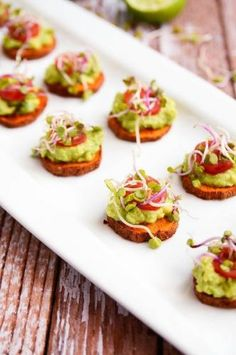 SWEET POTATO AVOCADO BITES by Blissful Basil: these delicious and easy vegan appetizers are what you'll need for your Christmas feast. The most incredible, healthy and inexpensive party food perfect to please a crowd! Healthy Appetizers, Appetizers For Party, Appetizer Recipes, Healthy Snacks, Christmas Appetizers, Canapes Recipes, Savory Snacks, Party Recipes, Healthy Fats