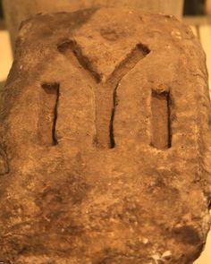 Bloc de piatră aflat la Muzeul Regional de Istorie din Shumen, Bulgaria. Bulgaria