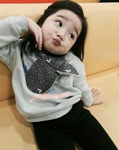 Korean Babies, Asian Babies, Cute Little Baby Girl, Little Babies, Kids Girls, Baby Kids, Baby Baby, Funny Babies, Cute Babies