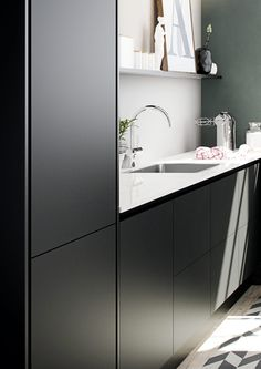 Draw inspiration from HTH's many beautiful designs and innovative kitchen solutions. Find inspiration here in the kitchen gallery. Kitchen In, Little Kitchen, Kitchen Gallery, Küchen Design, Double Vanity, Inspiration, Mirror, Furniture, Home Decor