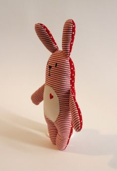 * Rabbit Willi * is a real lucky charm. He not only has his heart on the right … - Stofftiere Baby Sewing Projects, Sewing For Kids, Sewing Crafts, Fabric Animals, Fabric Birds, Fabric Toys, Fabric Crafts, Softies, Sewing Stuffed Animals