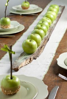⌺ Splendid Table Settings ⌺ Apple centerpiece by Petit Gateau concept parties. Photo: Boaz Lavi for Nisha magazine Apple Centerpieces, Centerpiece Ideas, Inexpensive Centerpieces, Deco Nature, Deco Floral, Partys, Holiday Tables, Thanksgiving Tablescapes, Thanksgiving Diy
