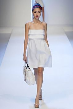 See the complete Valentino Spring 2007 Ready-to-Wear collection.