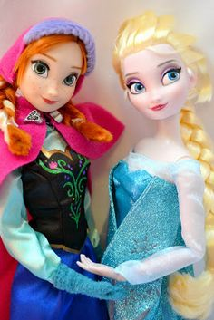 The Doll Grotto: Disney Store's Frozen Anna and Elsa Dolls