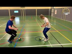 Lesvoorbereiding #28 bal estafette - 365 dagen in beweging - YouTube Kids Gym, Kids Sports, Preschool Crafts, Volleyball, Activities For Kids, Youtube, Basketball Court, Kids Playing, Activities