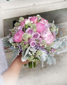 Svadobná kytica v ružovo fialových tónoch. Kombinácia prekrásnych ružových pivónií a fialových ruží. #weddingflower #peonia #roses #seneciocineraria #purpleroses #bridalbouquet #weddingday #slovakia #kvetyexpres Floral Wreath, Wreaths, Wedding, Home Decor, Casamento, Homemade Home Decor, Door Wreaths, Weddings, Deco Mesh Wreaths