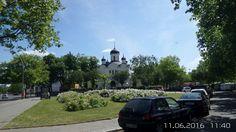 Russisch-Orthodoxe Christi-Auferstehungskathedrale, Die Russisch-Orthodoxe Kirche wurde 1936-38 am Hohenzollerndamm 66 Ecke Berliner Straße (seit 1926 Hoffmann-von-Fallersleben-Platz) von der Preußischen Bau- und Finanzdirektion als dreischiffige Basilika im russisch-byzantinischen Stil errichtet