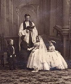 Tom Thumb and Lavinia Warren get married at New York's Grace Church, February 10,1863.