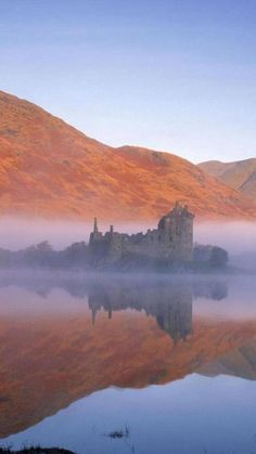 Kilchurn Castle, Loch Awe, Scotland, built c1450 by Sir Colin Campbell, first Lord of Glenorchy.