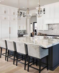 Cozy Black And White Kitchen: 5 Exciting Models in Decor . Find ideas for Kitchen with many of inspiring photos from design professionals. Home Interior, Kitchen Interior, Interior Design, Modern Interior, Luxury Kitchens, Home Kitchens, Tuscan Kitchens, Home Decor Kitchen, New Kitchen