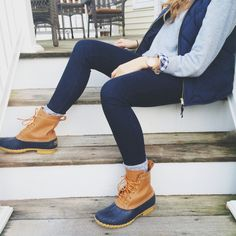 Fall / Winter - street style - cozy style - black leggings + grey wool socks + light grey sweater + navy and white gingham shirt + navy quilted puffer vest + navy and brown snow boots