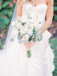 Romantic Rustic Wedding with a Sophisticated Twist - Belle T.- Romantic Rustic Wedding with a Sophisticated Twist – Belle The Magazine Elegant White Wedding Bouquet – Juicebeats Photography Rustic Bridal Bouquets, White Wedding Bouquets, Bride Bouquets, Flower Bouquet Wedding, Bridesmaid Bouquet, Wedding Dresses, Rustic Bouquet, Boquette Wedding, Wedding Ceremony Flowers